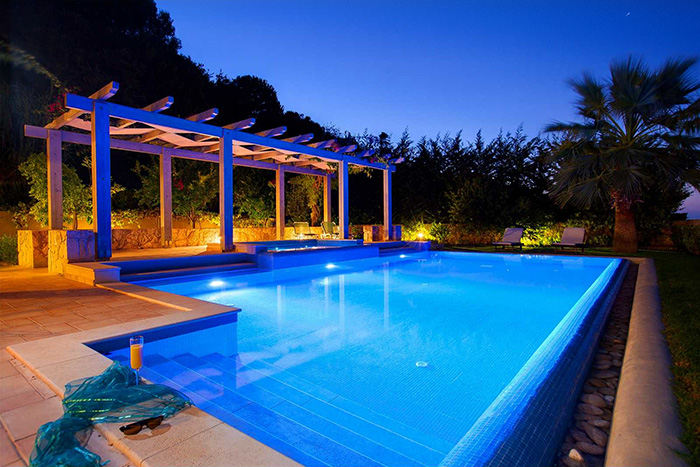 outdoor-pool-lights-at-night-levven-wireless-remote-light-switch