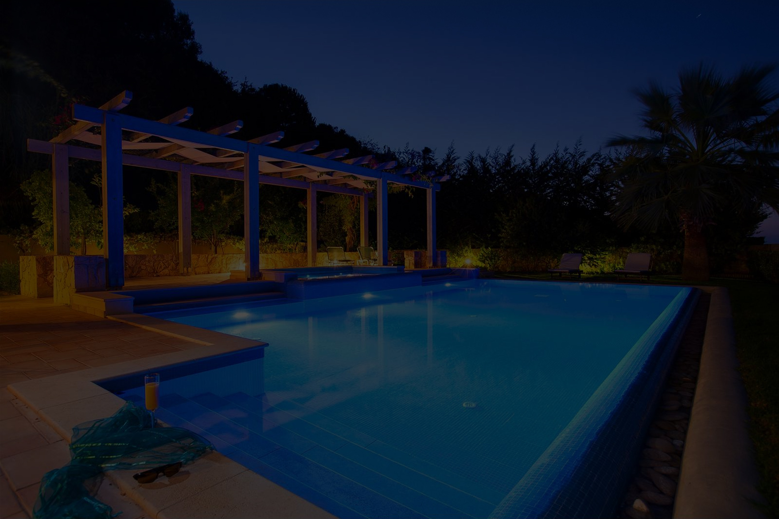 outdoor-pool-lights-with-goconex-wire-free-switch